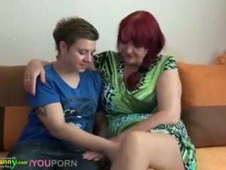 レズビアン おばあちゃん と ティーン とともに 巨大な ディルド