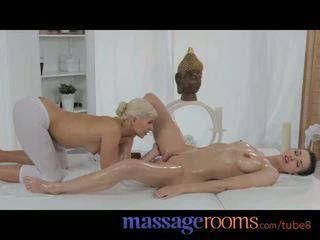 Hieronta rooms söpö teinit masseuse pleasures lesbo nainen kanssa oily fingers
