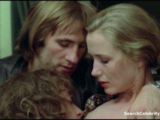 키스, 코카서스 사람, 유명 인사, 작은 가슴