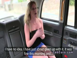 Posh 英國的 金發 banged 在 一 fake taxi