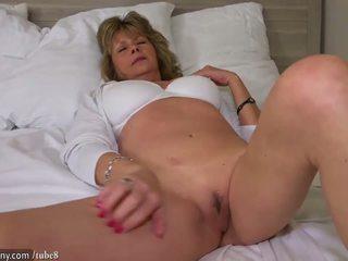 orgasm, pussy licking, gilf
