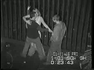 Реален сигурност камера tape на пиян момиче прецака видео
