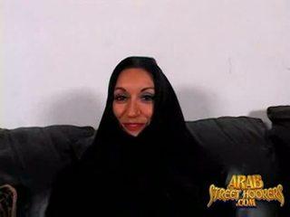 Arabic milf persia monir è timido a smash a rendere un porno