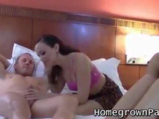 Piemel loving sluts rammen hard in motel kamer kwartet