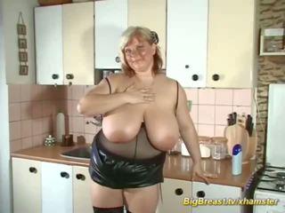 Mój ekstremalne duży naturalny breast mama alone w dom: porno d7