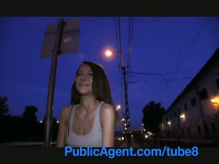 Publicagent smiley marrom haired cutie gets paid para sexo