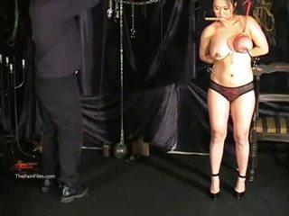 Büyük ğöğüslü anal creampie ayak parmakları ve oral seks tortures arasında tigerr jug