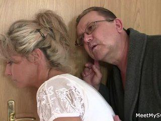 Ő leaves és sensuous parents seduces övé fűszeres nymph