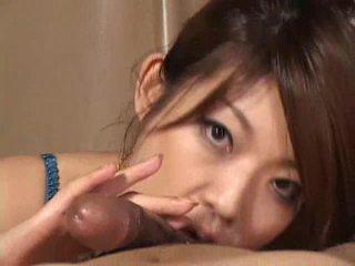 Vakker asiatisk jente reiko yabuki gives en kuk en stor blowjob video