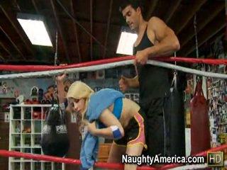 Mengagumkan madison ivy thanks dia trainer di dalam itu tinju ring oleh giving dia itu seksi hubungan intim dan mengisap.