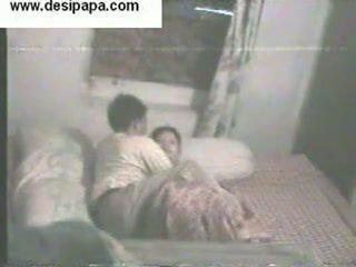 Ινδικό pair secretly filmed μέσα τους υπνοδωμάτιο