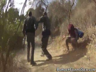 Ýaşlar fucks border guard