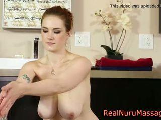Krūtainas nuru masseuse jizz