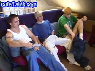 Tres handsome atletas wanking