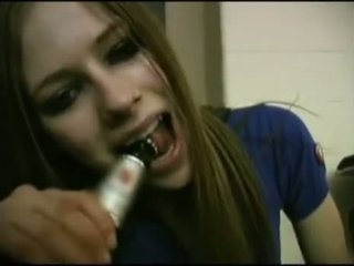 Avril lavigne flashing rintaliivit.