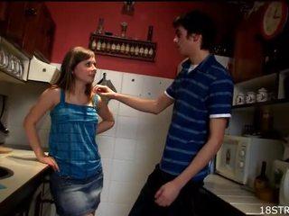 Amorous ir laukinis virtuvė seksas