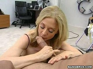 Sensuous momma nina hartley sits onto henne heated muff pie onto en sausage som en dissolute cowgirl