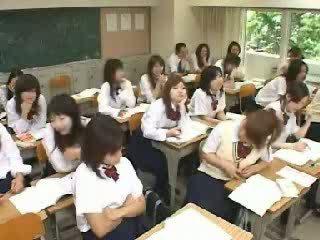 Japansk klasserom runking og knulling i skole t video