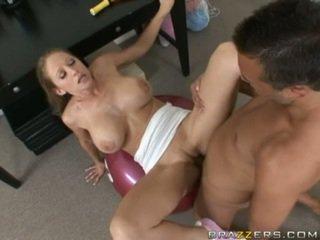 Abby rode gets o complet futand miscare ca ea acquires slammed pe o sala de forta ball