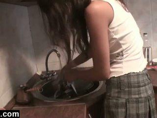 Dagfs: amatore girlfriends licking në the guzhinë