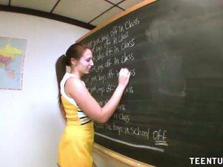 Jovem grávida estudante jerks fora dela professora