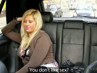 Mollig blond ficken im fake taxi im öffentlich