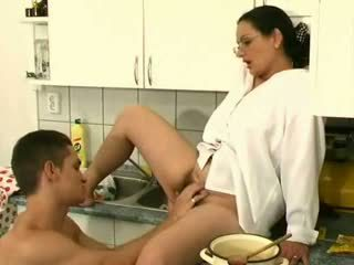 Big-tits op harig milf