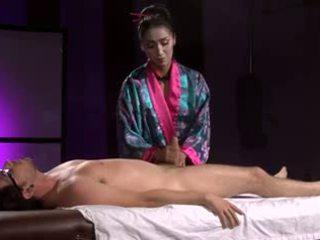 E bukur aziatike geisha (full masazh me stimulim me këmbë)