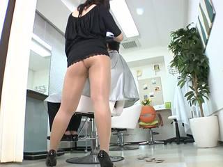 Reiko nakamori seksikäs barber sisään sukkahousut
