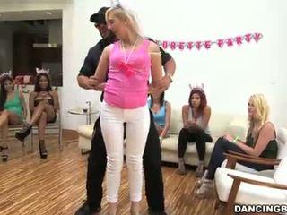 Bachelorette ballīte gone mežonīga!