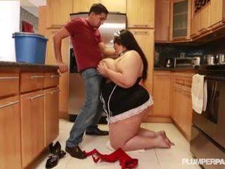 Amazon maid Anastasia Vandebust sucks masters dick