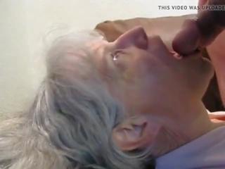 Oma sucks hem droog: sperma in mond porno video- 7a