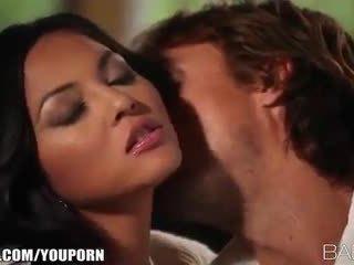 Gros seins beauty adrianna luna seduces son homme pour passionné sexe