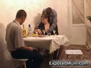 Karštas mama seducing men į having seksas