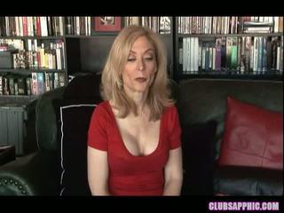 Nina hartley ו - sinn sage להגיע שלהם goals ו - celebrate עם a קטן סקס