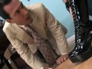 Alexis in sexy laarzen getting haar voeten sucked en geneukt