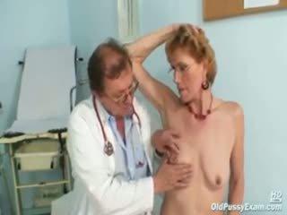 Classe vieux dame mila needs gyno clinic examination