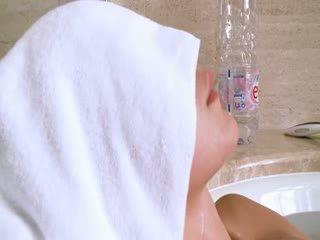 Bonita irish gaja em o quente bath