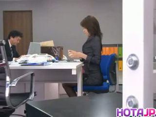 Maki enjoys dildo par viņai vāvere