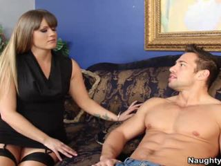 Smut mqmf holly corazón bounces su gran arse hole onto su sons companion snake