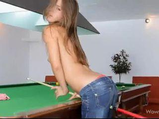 Sexy tenåring guerlain shows av henne hot rumpe