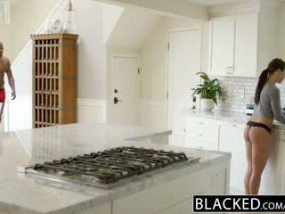 Blacked kjæreste adriana chechick cheats med en stor svart kuk