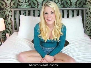 Blond teenie rebecca noor takes suur riist