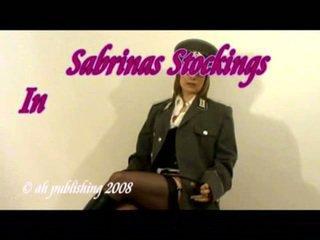 Strict любовница в армия униформа и чорапогащи