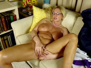 Old but Still Hot Perfect Mature Mom, HD Porn 73
