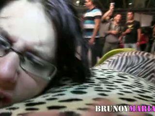 TETONA NATURAL de 21 años le gusta follar en Publico - brunoymaria