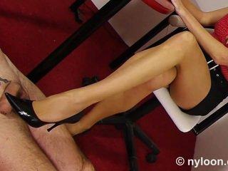 Nejlon pantyhosed titkárnő gives cipőszex és lábszex