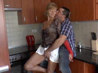 Chlpaté nemecké stará mama loves anál - r9