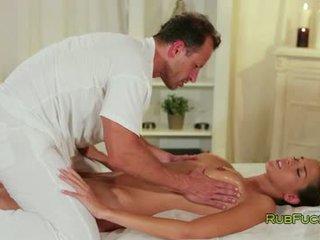 Όμορφος/η μελαχρινός/ή massaged και banged