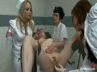 Two netīras pussys būt strapped līdz a gyno krēsls un bumped līdz viņu lesbie doctors